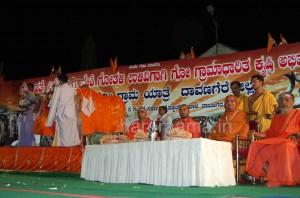 Vishwa mangala gou grama yaatraa program at Daavanagere