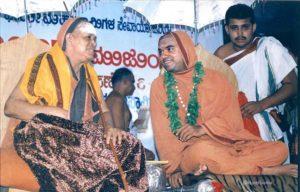 Sri Sri Raghaveshwara Bharati Mahaswamiji with Kanchi Seer, Sri Sri JayendraSaraswathi. 6/11/1998